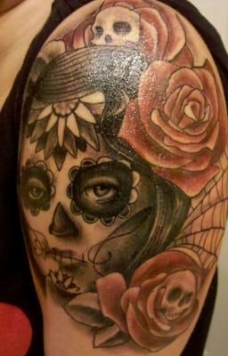 Damaged lifestyle tattoos tatueringar yelp for Electric voodoo tattoo