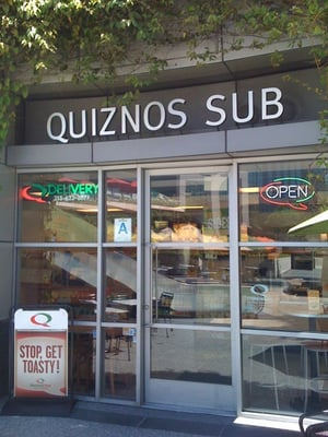 Find out Which Menu Items Are Lowest in Calories. Quiznos Subs is a sandwich shop that offers a variety of fresh sandwiches and salads made to order. While there are a number of high-calorie sandwiches on the menu, you can eat a low calorie meal at Quiznos with a little planning. In fact, you can easily eat an entire meal for under calories.