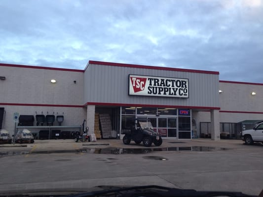 Tractor supply fredericksburg tx yelp for Gardeners supply company catalog