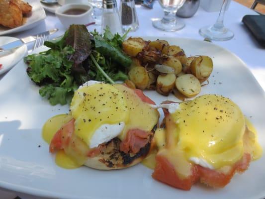 Norwegian eggs: Poached eggs, Hollandaise sauce, smoked salmon ...