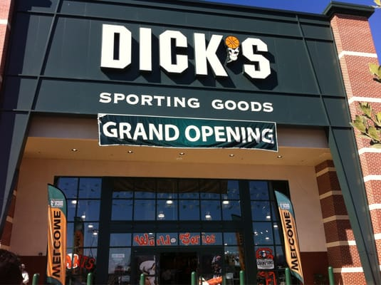 Dick s sporting goods sports wear yelp for Dicks sporting goods fishing