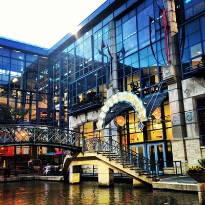 Hotels Near Rivercenter Mall