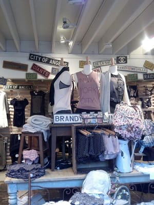 Clothing stores like brandy melville. Women clothing stores