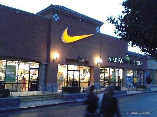 Nike outlet shoe store near me