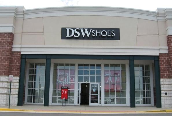 retailer dsw shoe warehouse