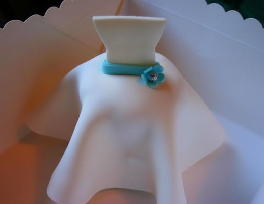 Kim 39s Bridal Cupcakes its a wedding dress cupcake