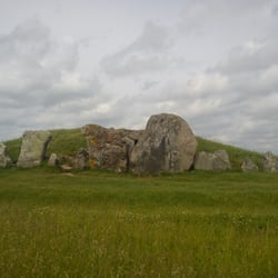 English Heritage: West Kennet Long Barrow, Marlborough, Wiltshire, UK