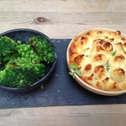 Cottage Pie with broccoli and peas on the side