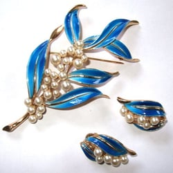 Vintage Jewellery by Trifari USA