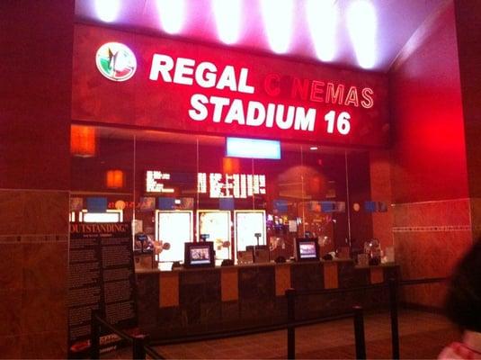 Review of Regal Cinemas Escondido Stadium 16 IMAX Movie