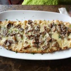 Wild mushroom pub pizza. by Amir S.