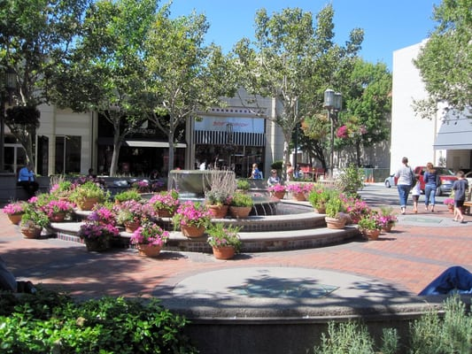 Broadway Plaza is located in Walnut Creek, California and offers 76 stores - Scroll down for Broadway Plaza shopping information: store list (directory), locations, mall hours, contact and address. Address and locations: Broadway Plaza, Walnut Creek, California - CA /5(2).