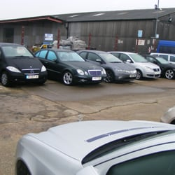 Car Jungle A Reliable Car Dealership where we can easily BUY and SELL our Cars.