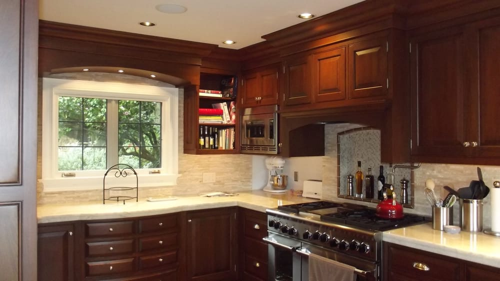 7 Spectacular Kitchen Staging Ideas Photos: Rutt Cabinetry Cherry Kitchen. The 7 Drw Cabinet Below The