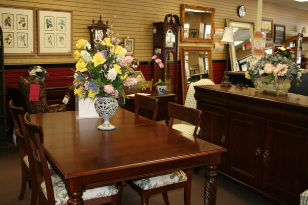 ubberhaus is a high end used furniture home decor resale store we offer gently used furniture. Black Bedroom Furniture Sets. Home Design Ideas